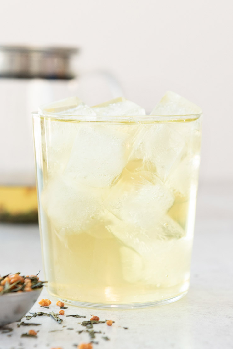 Genmaicha tea in a glass with ice