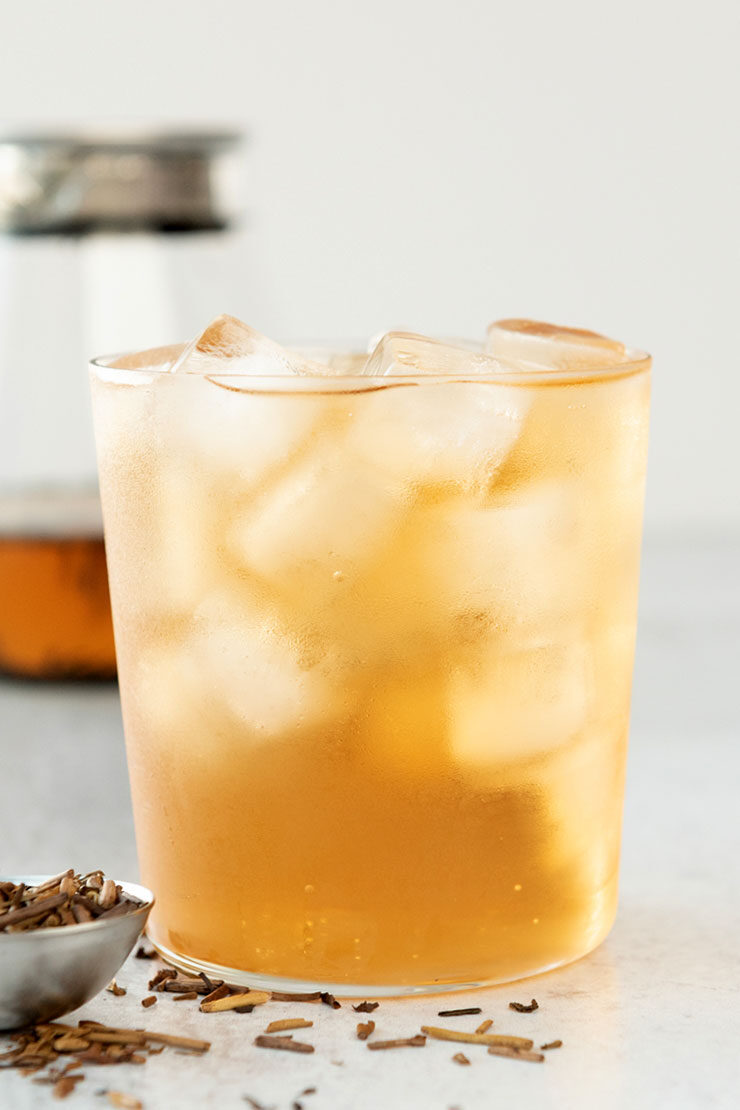 Cold brew hojicha tea in a cup with ice
