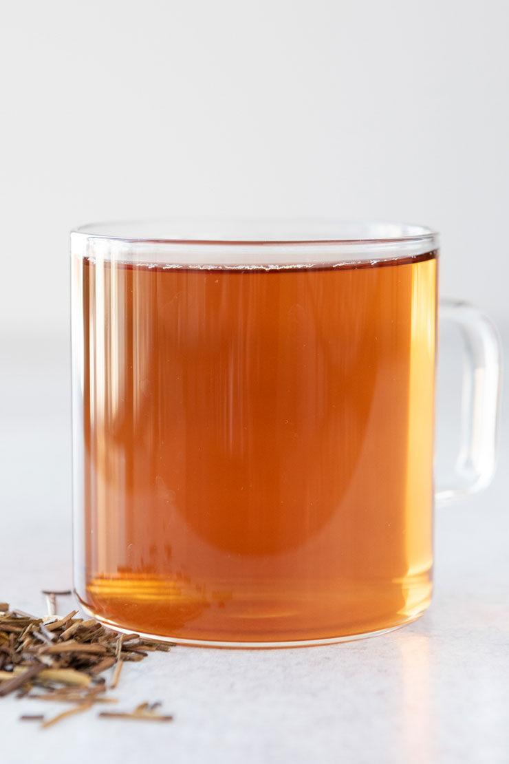 Hot hojicha tea in a mug