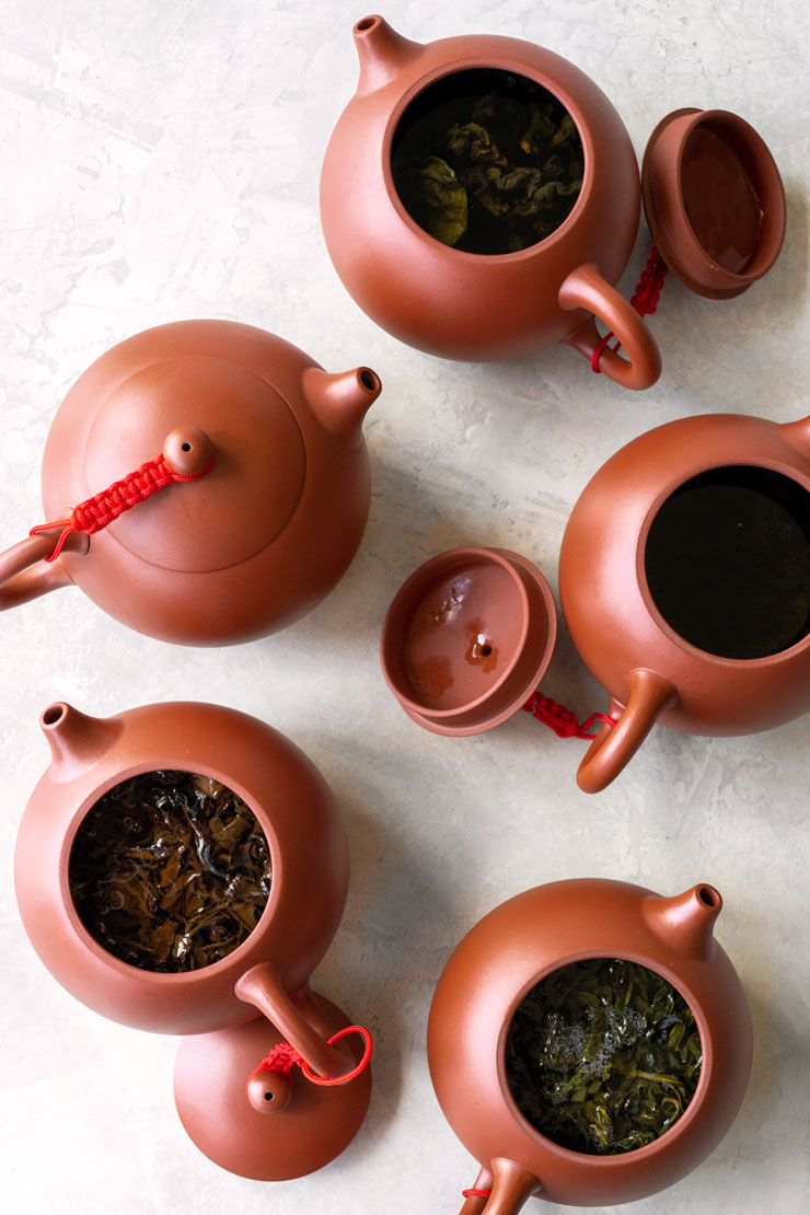 Oolong tea in red teapots