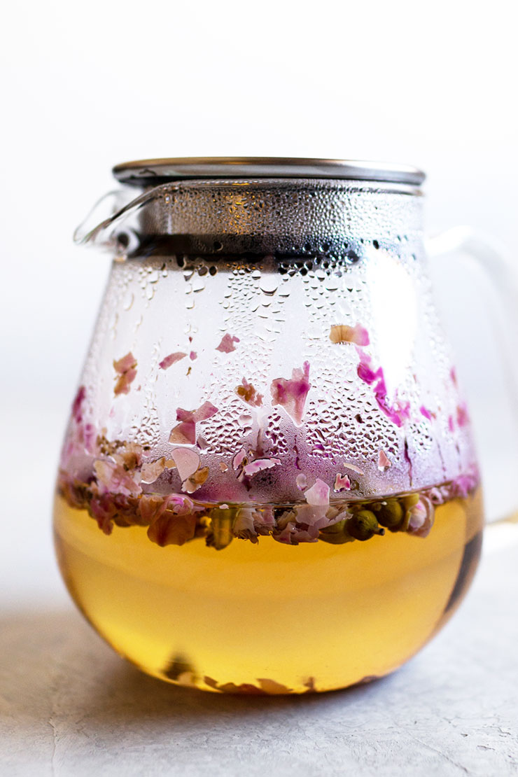 Easy steps to make rose tea