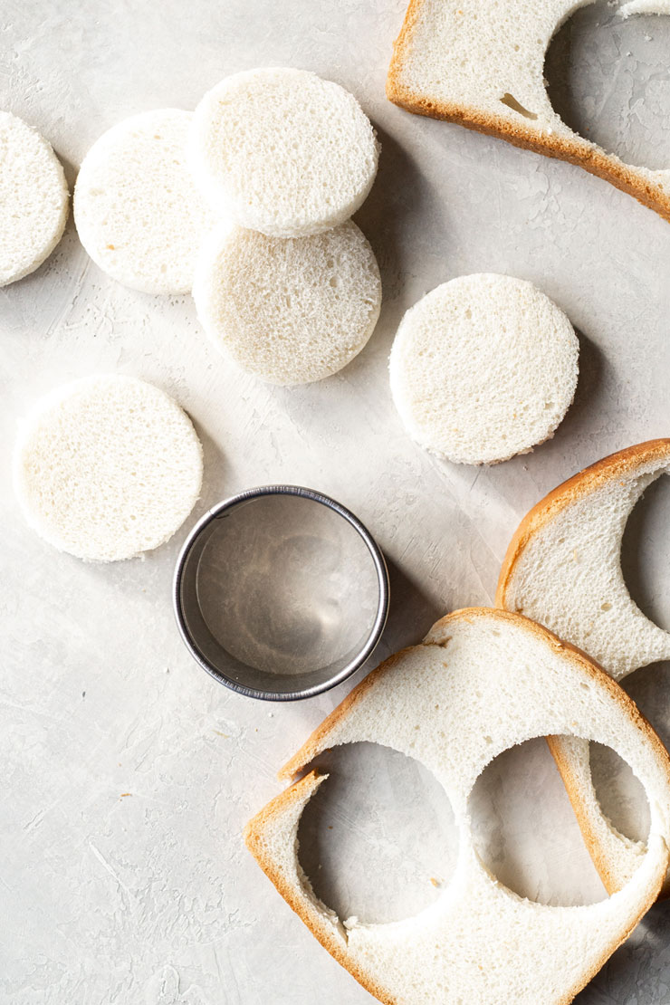 Cutting bread into circles using a cookie cutter