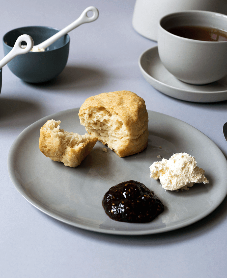 How to eat scones photo
