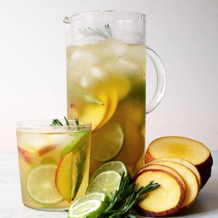 Iced Oolong Tea with Fresh Fruit