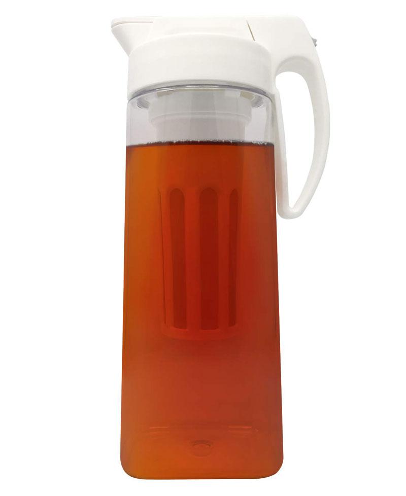 Plastic iced tea maker