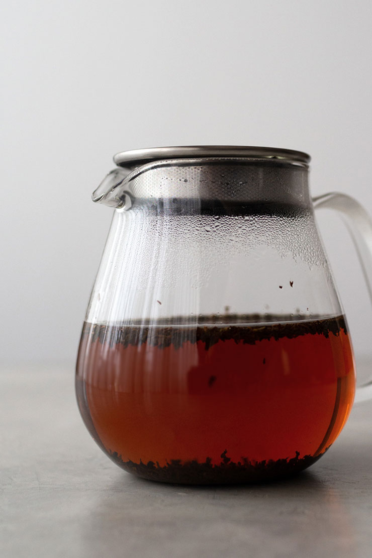 Black tea steeping for iced milk tea