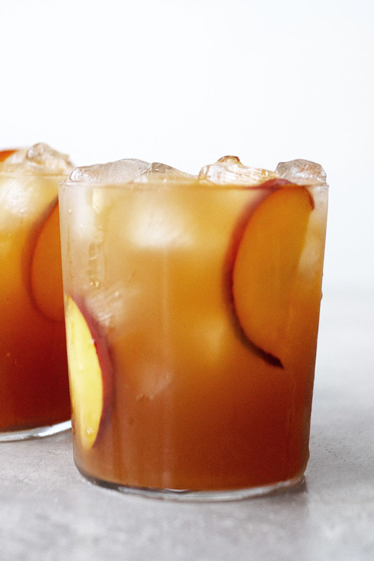 peach iced tea in glasses with ice