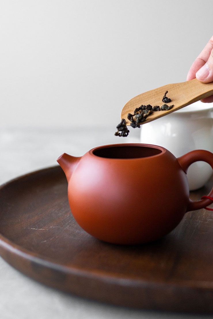 Oolong tea into clay red teapot
