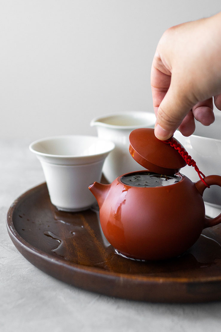 Steeping oolong tea in a clay teapot