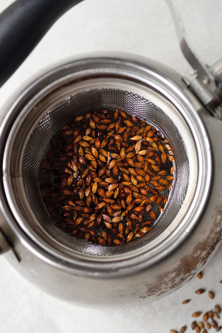 Whole barley kernels in kettle with infuser.