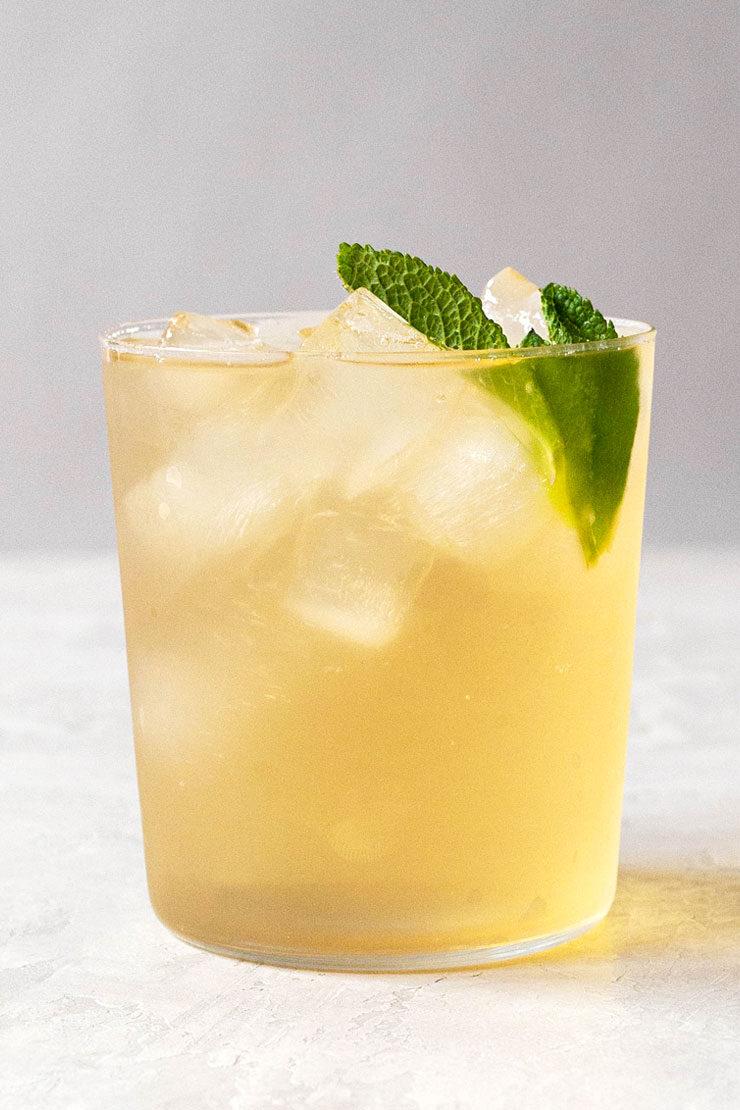 Iced green tea with fresh mint